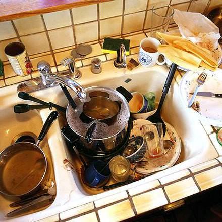 На фото: грязная кухня