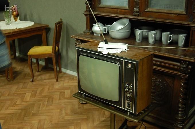 На фото: старая мебель