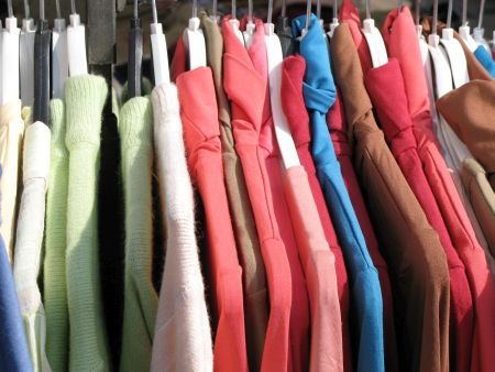 На фото: одежда