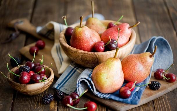 На фото: фрукты